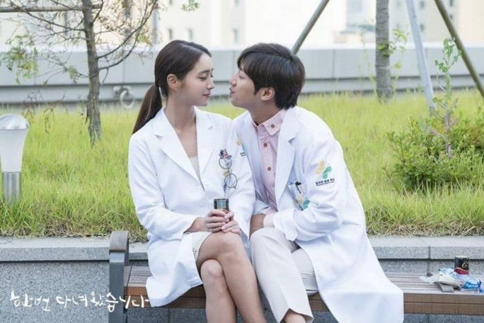 Na Hee và Gyu Jin là cặp đôi bác sĩ mình yêu thích trong phim