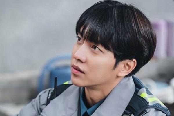 """Lee Seung Gi trong vai một anh chàng """"lính mới"""" thơ ngây"""