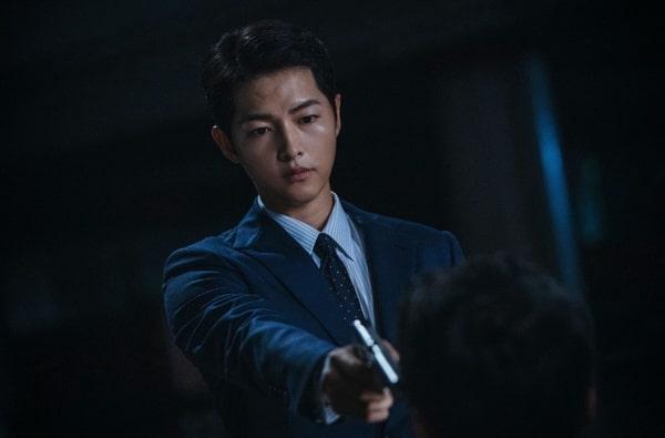 Song Joong Ki trong vai luật sư Mafia lạnh lùng