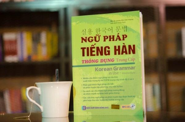 Sách Ngữ pháp tiếng Hàn thông dụng sở hữu ngoại hình lung linh